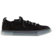 Sneakers mit doppelter Schnürung