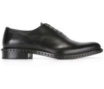 Oxford-Schuhe mit Nietenverzierung