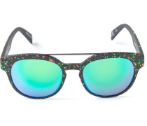 Gespiegelte Sonnenbrille mit Farbspritzern