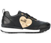 Sneakers mit Herz-Applikaton