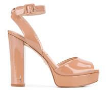 Sandalen aus Lackleder