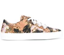 Sneakers mit bedruckter Schnürung