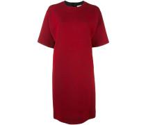 Kleid mit tief angesetzten Schultern