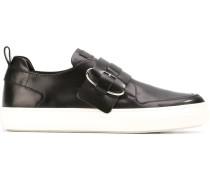 Sneakers mit Schnallenriemen