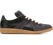 Sneakers mit geometrischen Einsätzen