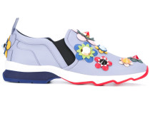- Slip-On-Sneakers mit Blumenapplikationen
