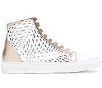 Sneakers mit Cut-Outs