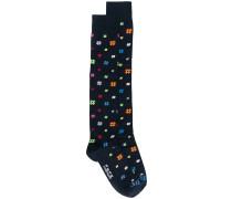 Socken mit Hashtag-Muster