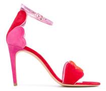 Sandalen mit Herzapplikatione
