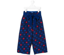 Hose mit roten Punkten