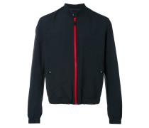 Jacke mit rotem Reißverschluss