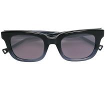 Sonnenbrille mit grauen Gläsern