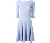 Geripptes Kleid mit U-Boot-Ausschnitt
