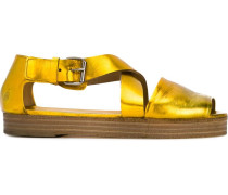 Metallic-Sandalen mit überkreuzten Riemen