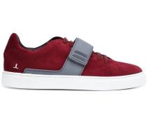 Sneakers mit Schnallendetail