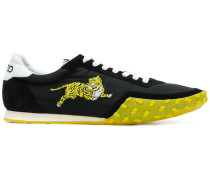 Sneakers mit Tiger-Patch