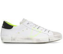 Sneakers mit Neonstreifen