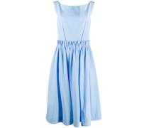 Kleid mit geknöpftem Rücken