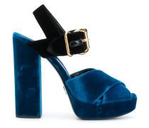 Sandalen mit Samteinsatz