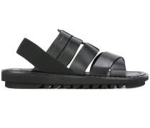 Sandalen mit breiten Riemen