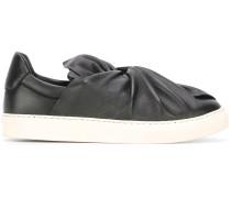 Sneakers mit Knoten