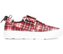 Karierte Sneakers mit Riemen