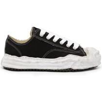 Sneakers mit abstraktem Design