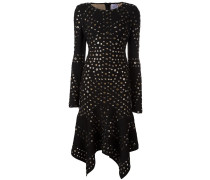 Mit Ösen verziertes Kleid