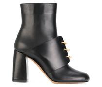 Stiefel mit metallischen Details