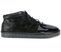 Stiefel mit Kontrastkappe