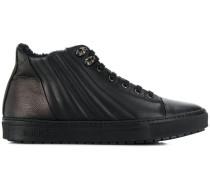 Sneakers mit gestepptem Detail