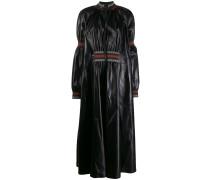 Kleid mit Ziernähten