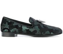 Slipper mit Camouflage-Print