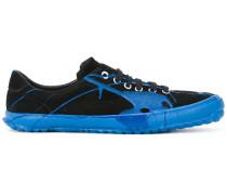 Sneakers mit Farbspritzern