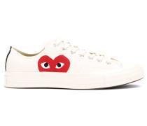 Sneakers mit Herzapplikation