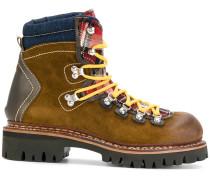 Stiefel mit Kontrastschnürung