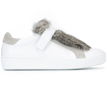 'Lucie' Sneakers mit Pelzbesatz