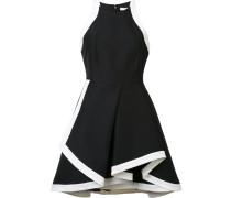 Kleid mit kontrastierenden Einsätzen