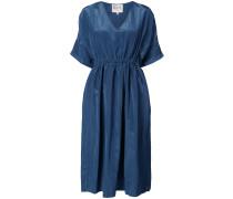 Mittellanges Kleid mit VAusschnitt