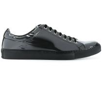 Klassische Sneakers in Lack-Optik
