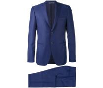 Zweifarbiger Anzug mit spitzem Revers