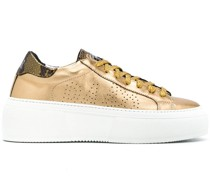 Perforierte Metallic-Sneakers