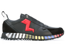 Sneakers mit Blitz-Applikation