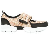 Sneakers mit geflochtenen Riemen