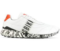 Sneakers mit Kontrastabsatz