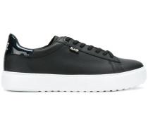 Sneakers mit Platteausohle