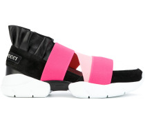 Sneakers mit elastischen Bändern