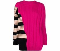 Asymmetrischer Pullover mit Zopfmuster