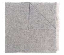 Strickschal mit ausgefranstem Saum