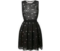 Besticktes Kleid mit Kellerfalten